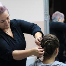 Urbán Gabriella - fodrász Kispesten - készül a frizura