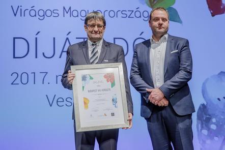 A díjat Vinczek György alpolgármester vette át (forrás: Virágos Magyarország)