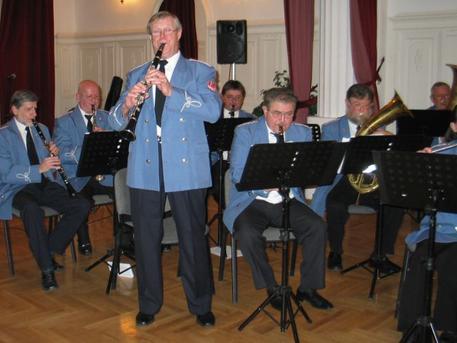 Az obsitos zenekar (forrás: ujkispest.hu)
