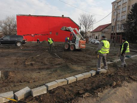 Dolgoznak a Vak Bottyán-Bartók Béla utcák között (forrás: uj.kispest.hu)