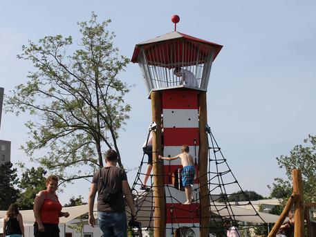 Világítótorony-mászóka (fotó: ittlakunk.hu)