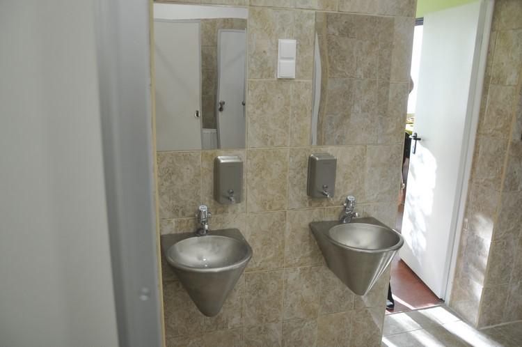 Korszerű, vandálbiztos fürdő (forrás: ujkispest.hu)